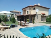 House with active business for rent 6 km from Balchik and the sea.