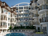 Two-bedroom apartment in luxurious complex with pool and sea view in Saint Vlas.