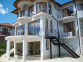 Villa ready to be rented out with pool and sea view in Balchik