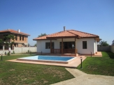 Spacious new house with swimming-pool next to Balchik